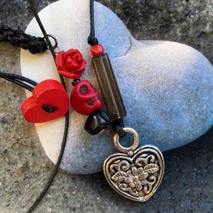 Gothic medieval 🏰 ❤️ Heart button necklace